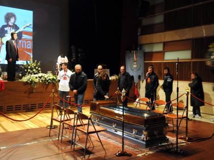 Coriano, due moto nella camera ardente di Sic Ai funerali la Curia dice no alla canzone di Vasco