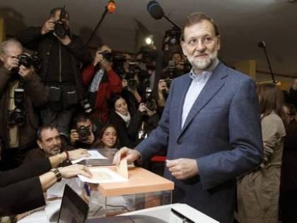 Finisce con una batosta l'era di Zapatero: il Partito popolare trionfa alle elezioni
