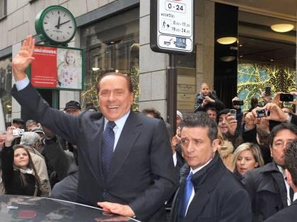 Tra tribunale e shopping Il Cav dalle foto rubate agli scatti dei sostenitori