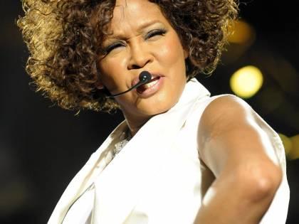 """Addio Whitney Houston """"The Voice"""" trovata morta  in un hotel a soli 48 anni"""