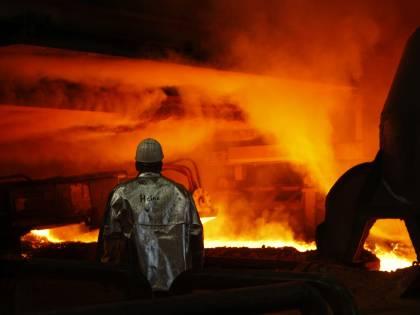 Crisi, l'industria frena:<br />ordinativi e fatturato<br />in battuta d'arresto