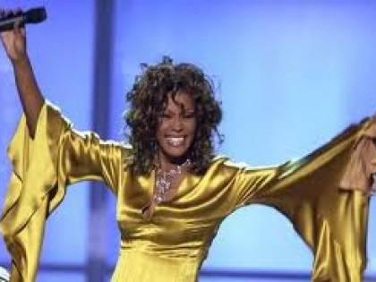 Whitney Houston, l'autista: fumava crack vicino alla figlia