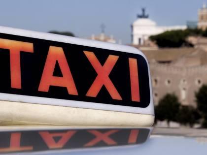 Liberalizzazione taxi, il governo cede: sulle licenze decideranno i Comuni