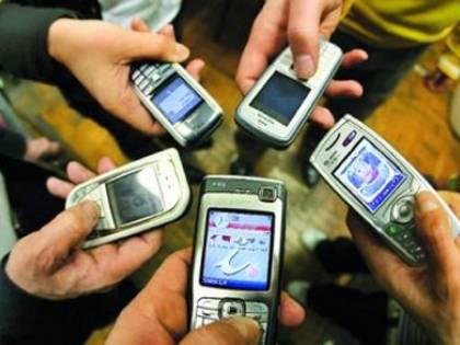 La spesa mobile per Internet batte gli sms