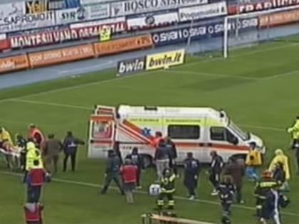 Calcio, dramma in campo<br />Un infarto stronca Morosini<br />La Figc ferma i campionati
