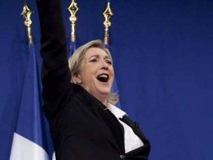 """La scelta della Le Pen: """"Né Hollande né Sarkò Io voto scheda bianca"""""""