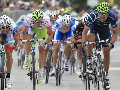 Il Giro senza emozioni  inventa la curva carogna