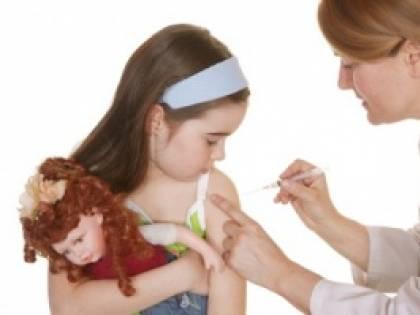 Fa il vaccino anti papilloma e si ammala: grave 12enne