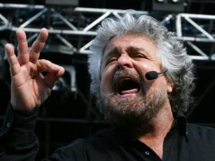 """Grillo fa il complottista: """"La bomba era nell'aria"""""""
