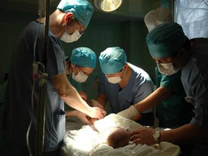 Cuore artificiale impiantato<br />a un bimbo di soli 16 mesi