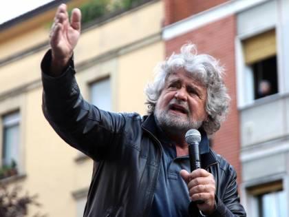 """L'ultimo delirio di Grillo: """"Lusi faccia in fretta a parlare o sarà ucciso come Sindona"""""""