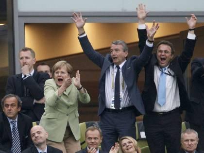 La Germania è in semifinale:<br />umiliata (ancora) la Grecia<br />E la Merkel esulta in tribuna