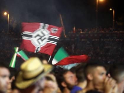 Durante la finale espone<br />bandiera con la svastica:<br />due mesi e venti giorni