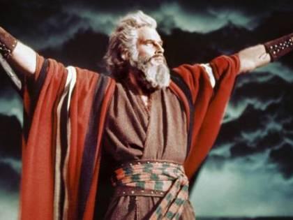 Hollywood si affida a Dio ma mette la Bibbia in burla
