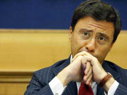 """Il dietrofront di Bocchino: """"Berlusconi imprescindibile per il centrodestra"""""""