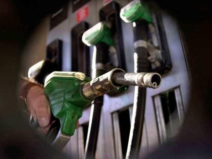 Benzina ancora giù: siamo tornati al 2009 ma il Fisco pesa di più
