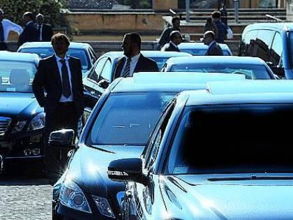 """In Italia 33mila auto blu: """"Il governo pubblichi i dati del censimento"""""""