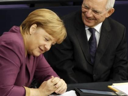 """Il grillino Vacca: """"Processate Merkel e Schaeuble per crimini contro l'umanità"""""""