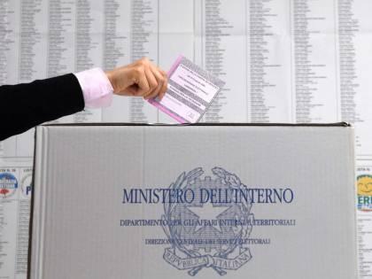 """Il governo vuole l'election day: """"La Regione Lazio si adegui"""" Dimezzato numero delle firme"""