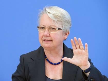 "Germania, ministro tedesco ""ha copiato la tesi"""