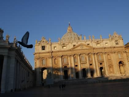 Roma, San Pietro diventa set a luci rosse: fermati fotografo e modella