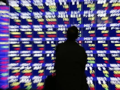 Torna la minaccia di Moody's: Piazza Affari giù, lo spread su