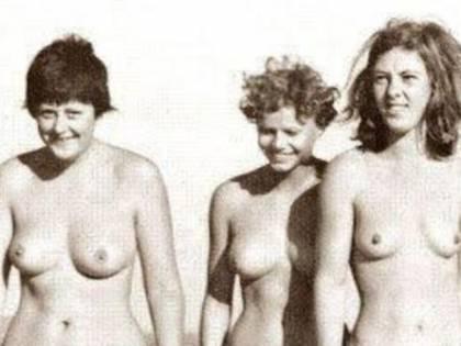 Merkel giovane e nuda: la foto fa il giro del web
