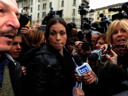 """Ministro del Marocco smentisce i pm di Milano: """"Nel febbraio del 2010 Ruby era maggiorenne"""""""