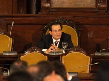 """Regione Sicilia, premi ai dirigenti per """"usare internet"""" e """"inviare email"""""""