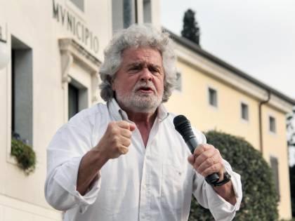 """Grillo torna alla carica: """"Chiediamo ineleggibilità di Berlusconi"""""""