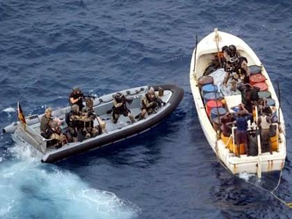 Ecco la pirateria di oggi: tra boss della droga e pescatori col machete