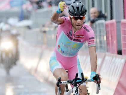 Giro d'Italia, Nibali vince la cronoscalata ed è sempre più rosa