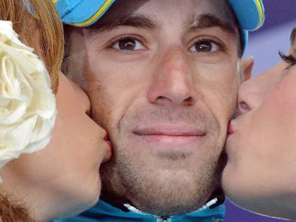 Nibali da leggenda domina le Tre Cime nella tormenta