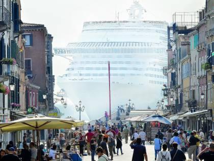 Venezia, deciso lo stop alle grandi navi nel bacino di San Marco