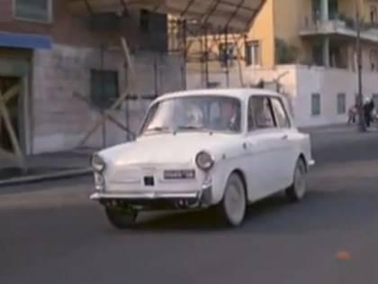 """Bianchina Autobianchi, la cugina """"chic"""" della 500 fatta a pezzi da Fantozzi"""
