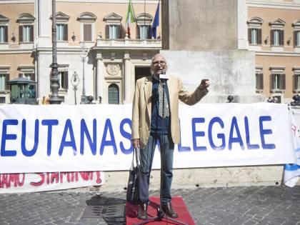 """Eutanasia, presentate alla Camera 65mila firme per legge """"Stop accanimento cure di Stato"""""""