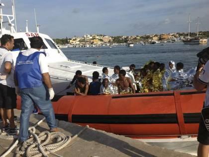 Immigrati, tragedia senza fine: braccio di ferro sulle politiche migratorie