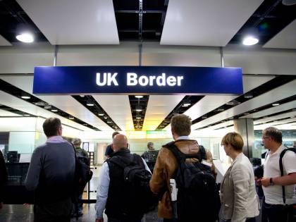 Ritardi, bagagli e reclami: cambiano le regole per chi vola