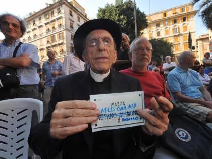 """Vittuone, la sinistra vuole piazza don Gallo. Il Pdl: """"Sia dedicata a don Verzè"""""""