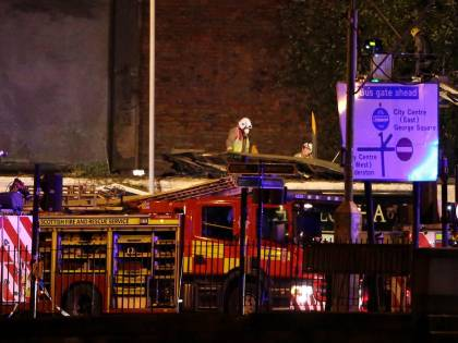 Glasgow, elicottero della polizia precipita su un pub