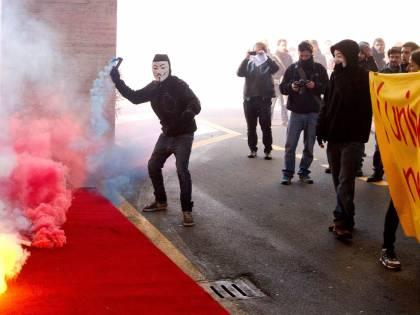 Roma, scontri alla Sapienza Studenti lanciano bombe carta
