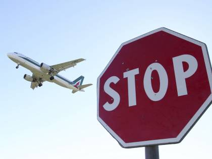 """Lufthansa attacca l'accordo Alitalia-Etihad Airways: """"È aiuto di Stato"""""""