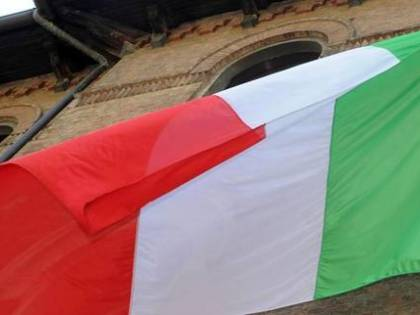 Pisapia spende 200.000 euro per sostituire le bandiere di Milano