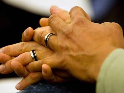 Rifiuta matrimonio gay ma viene arrestata