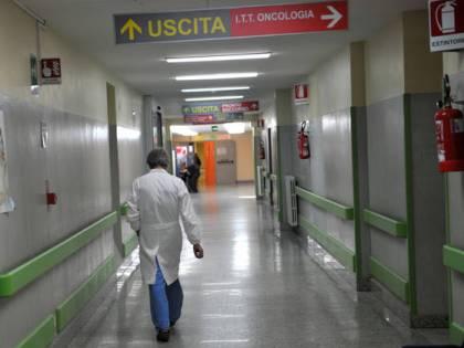 Palermo, neonato abbandonato sul balcone: in condizioni gravi