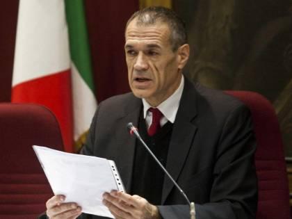 """Cottarelli scopre le tasse: """"L'80% della mia pensione va nelle casse dello Stato"""""""