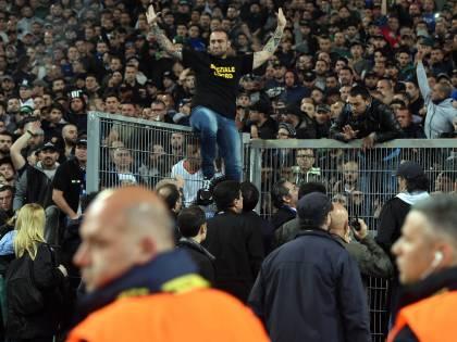 Coppa Italia, spari e tafferugli Un tifoso in pericolo di vita