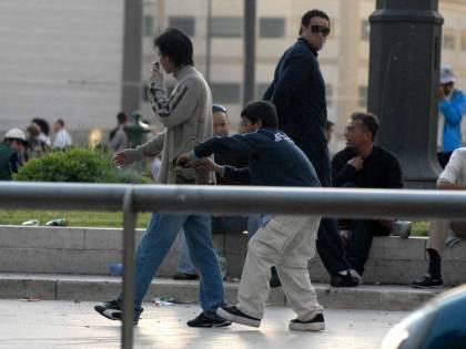 Stazioni blindate contro i rom: da Milano a Roma transenne per accedere ai binari del treno