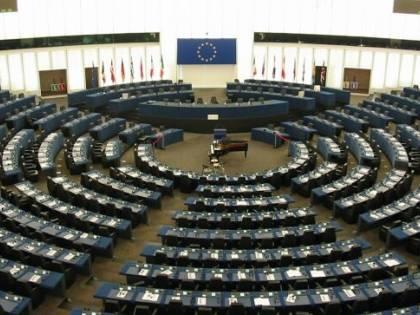 Ecco l'ultimo psicodramma grillino: non sanno dove sedersi a Bruxelles