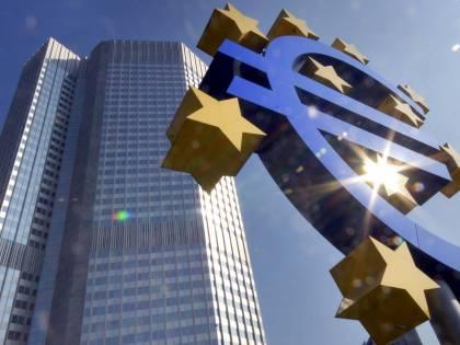 Italiani sfiduciati dalla Ue e con l'incubo povertà